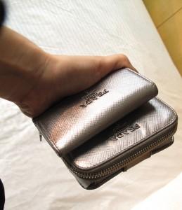 用了兩三個年頭的銀色Saffiano銀包&匙套