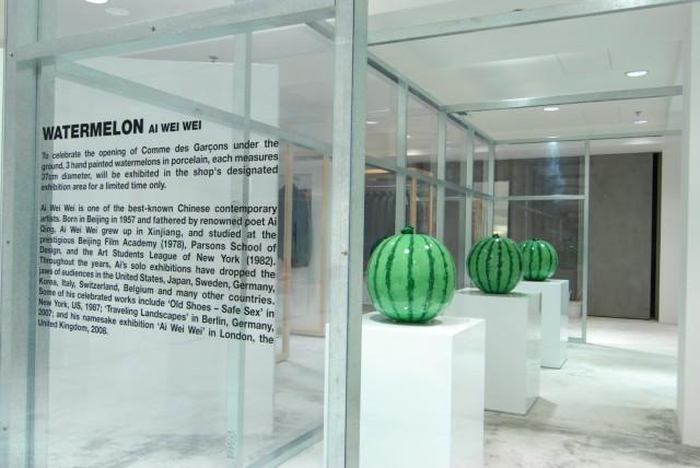 艾未未(Ai Wei Wei)設計的3個實心陶瓷西瓜,每個直徑37厘米