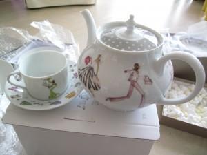 忍不住買了茶壺和茶杯&碟 1
