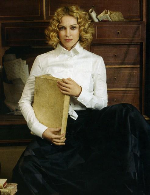 (Madonna-42)從麥當娜身上最能體現Transformation 的意義,而37-42歲正正是她首當母親,發現瑜伽和Kabbalah,及充滿靈性、正氣的年頭