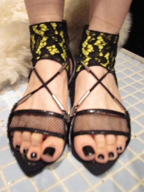 純黑甲油反光度高, 襯我的Toga喱士魚網鞋一流