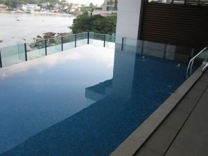 pool inside the house, v nice!