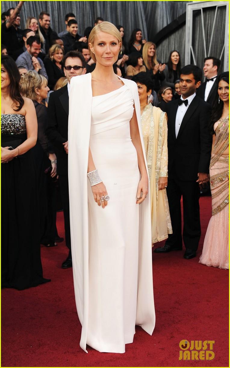 Gwyneth in Tom Ford White cape & gown